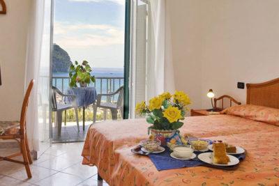 Camere corpo centrale comfort balcone e vista mare