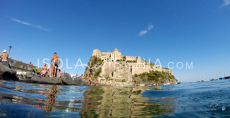 Bagno sotto al Castello Aragonese a Ischia