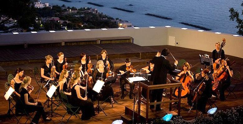 Concerto sotto le stelle al Teatro Greco della Mortella